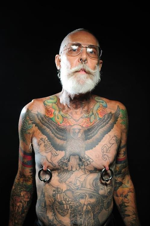 16 retrait s tatou s r pondent enfin la question de for Tattoos on old saggy skin