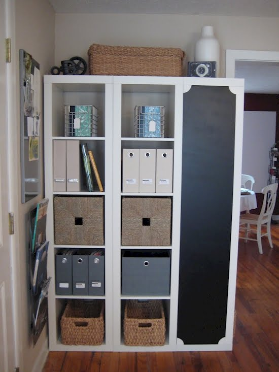 voici comment donner de l allure une tag re ikea bon march. Black Bedroom Furniture Sets. Home Design Ideas