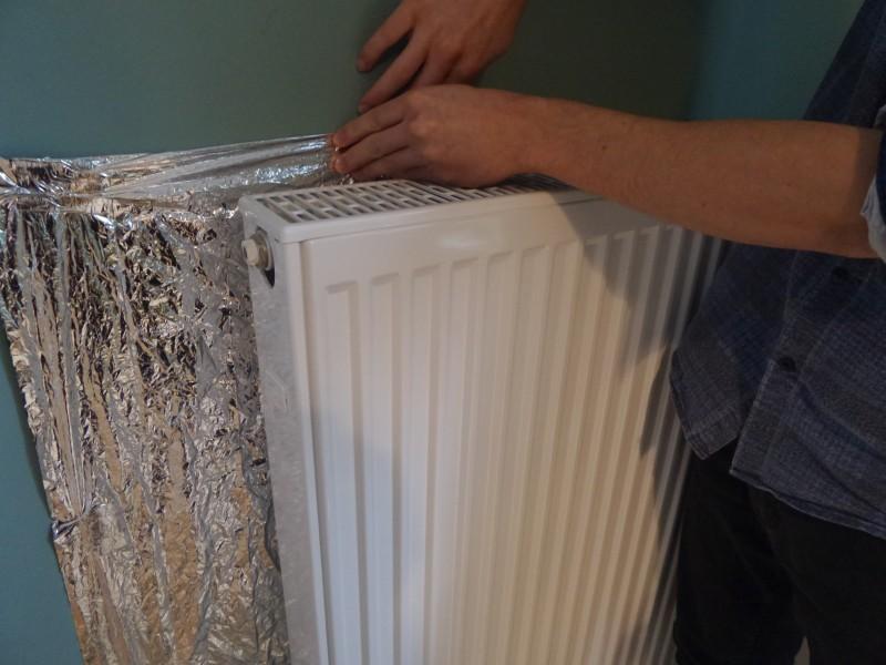 11 astuces pour garder une maison chaude en hiver for Calfeutrer fenetre