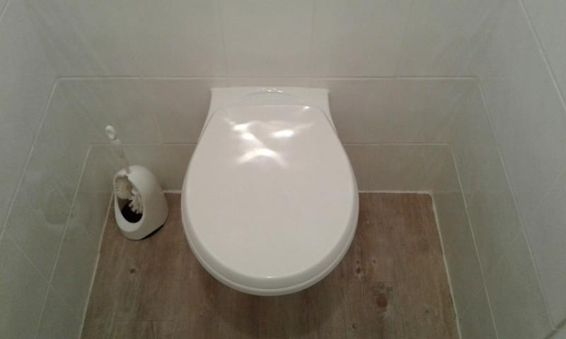 six raisons de ne pas tirer la chasse apr s avoir urin. Black Bedroom Furniture Sets. Home Design Ideas