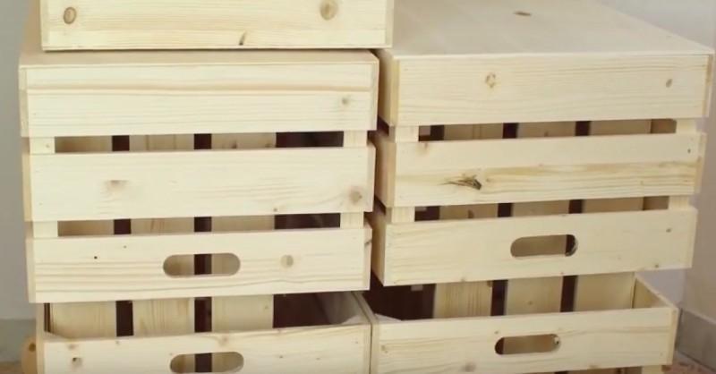 fabriquer une biblioth que avec des cagettes de fruits en bois. Black Bedroom Furniture Sets. Home Design Ideas