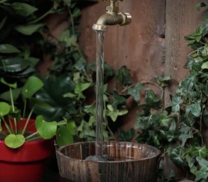 une fontaine simple r aliser en 10 minutes pour avoir un jardin magique. Black Bedroom Furniture Sets. Home Design Ideas