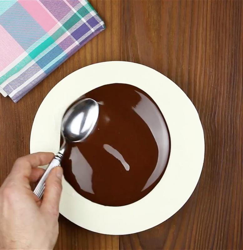 chocolat de couverture sur le gateau
