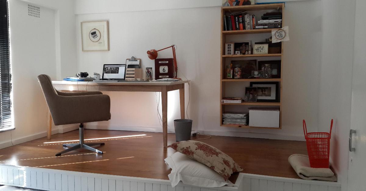 comment gagner de l espace dans une petite chambre. Black Bedroom Furniture Sets. Home Design Ideas