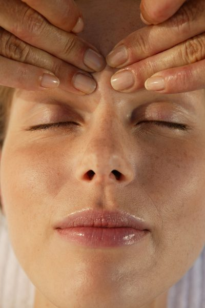 5 tips to fight against falling eyelids 3