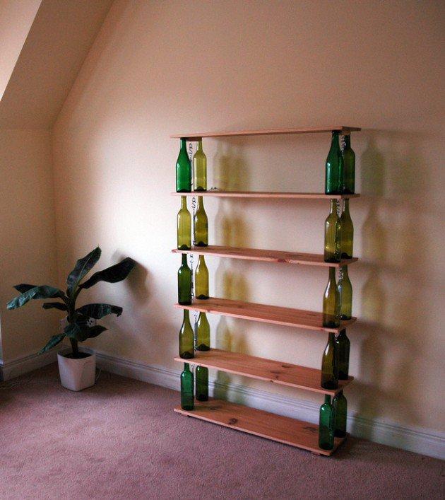 étagère fabriquée à partir de vieilles bouteilles