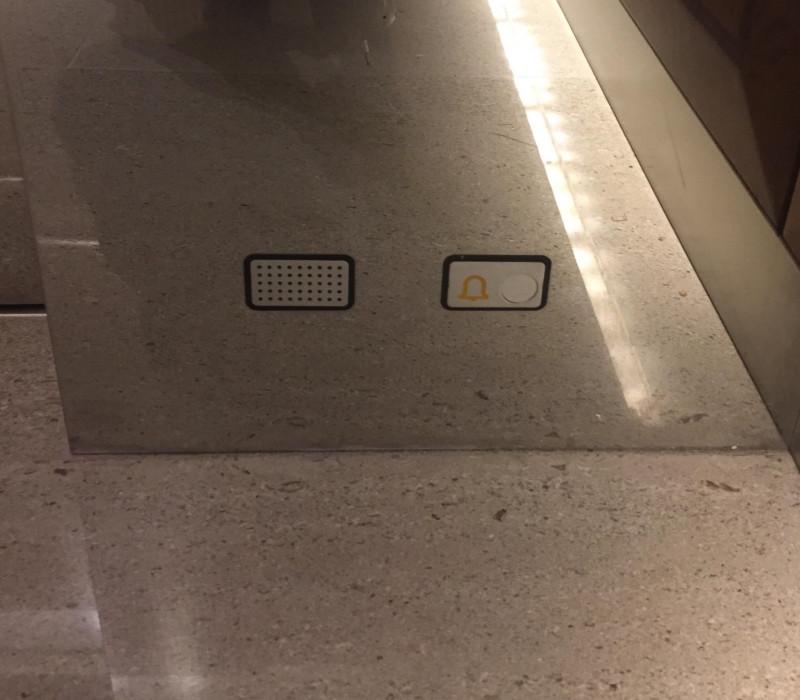 boutons au sol en cas de chute