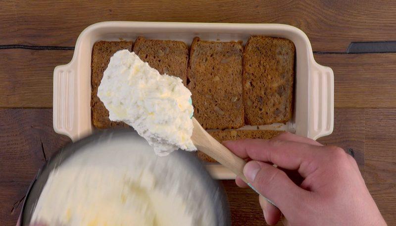 mettre la crème sur les banana breads