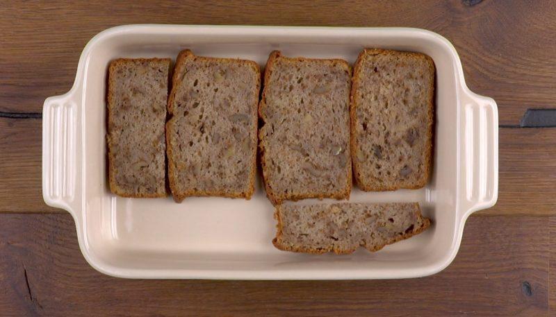 mettre les banana breads dans un plat