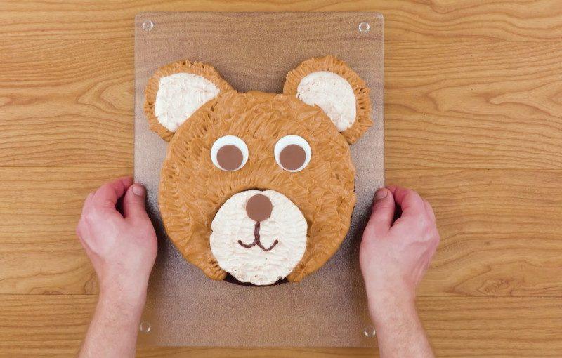 gâteau en forme de tête d'ours