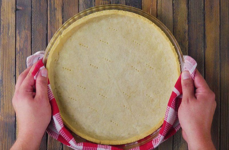 étaler la pâte et la piquer avec une fourchette