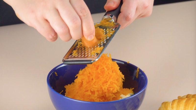 carottes râpées dans un bol