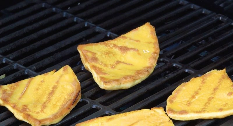 5 ideas of eggs prepared on the grill 11