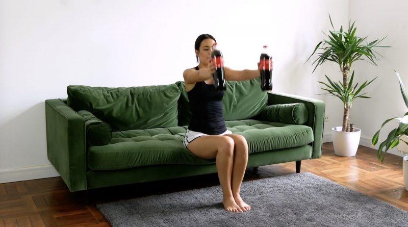 Placez les bouteilles devant le haut du corps