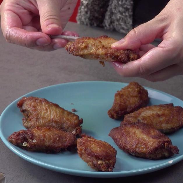 Retirer l'os de l'aile de poulet