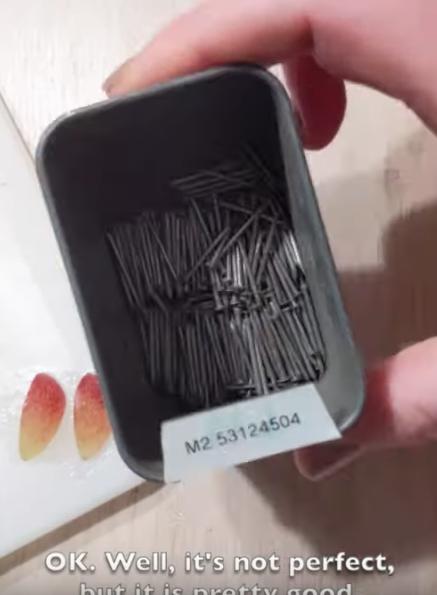 boîte à clous mieux rangés dans la petite boîte