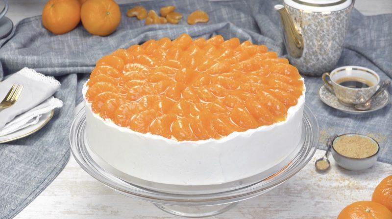 Gâteau aux mandarines et à la crème terminé