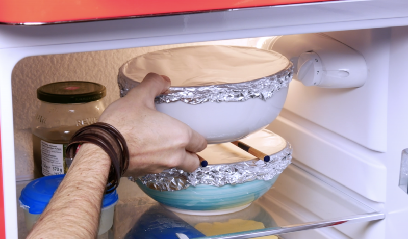 empiler des récipients sans couvercle dans le frigo