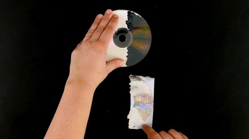 décoller le ruban adhésif du cd