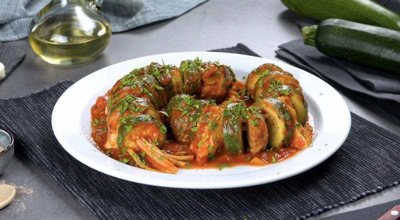 courgette avec halloumi, viande hachée, pâtes et sauce tomate terminée