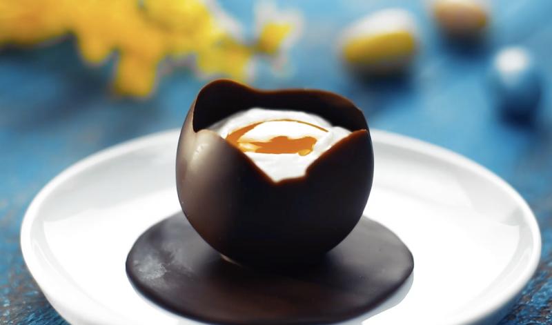 œuf au chocolat à la coque