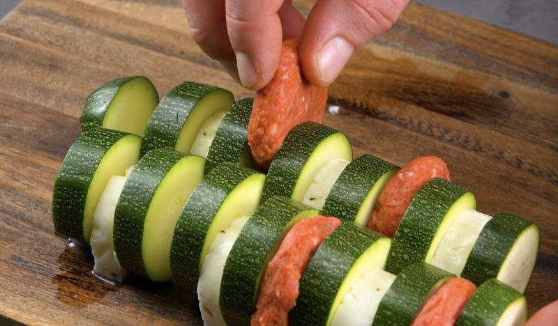 mettre la viande hachée dans la courgette