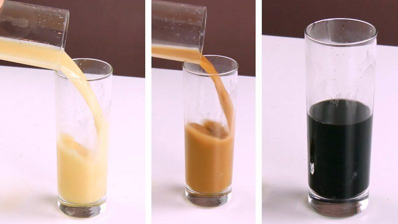 le même liquide avec trois teintes différentes dans les verres