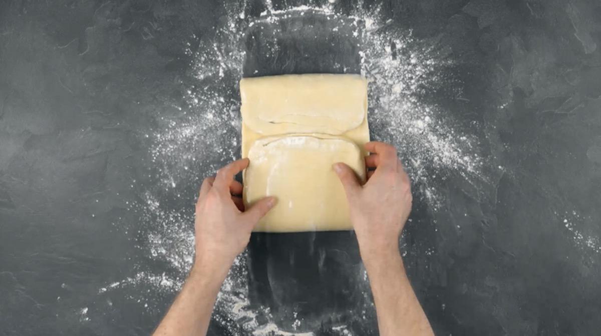 plier la pâte en rectangle