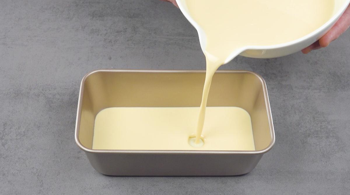 verser la crème dans le moule