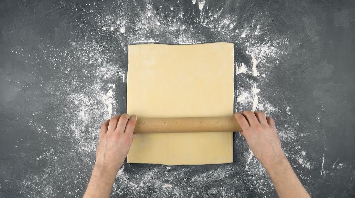 aplatir la pâte et former un rectangle