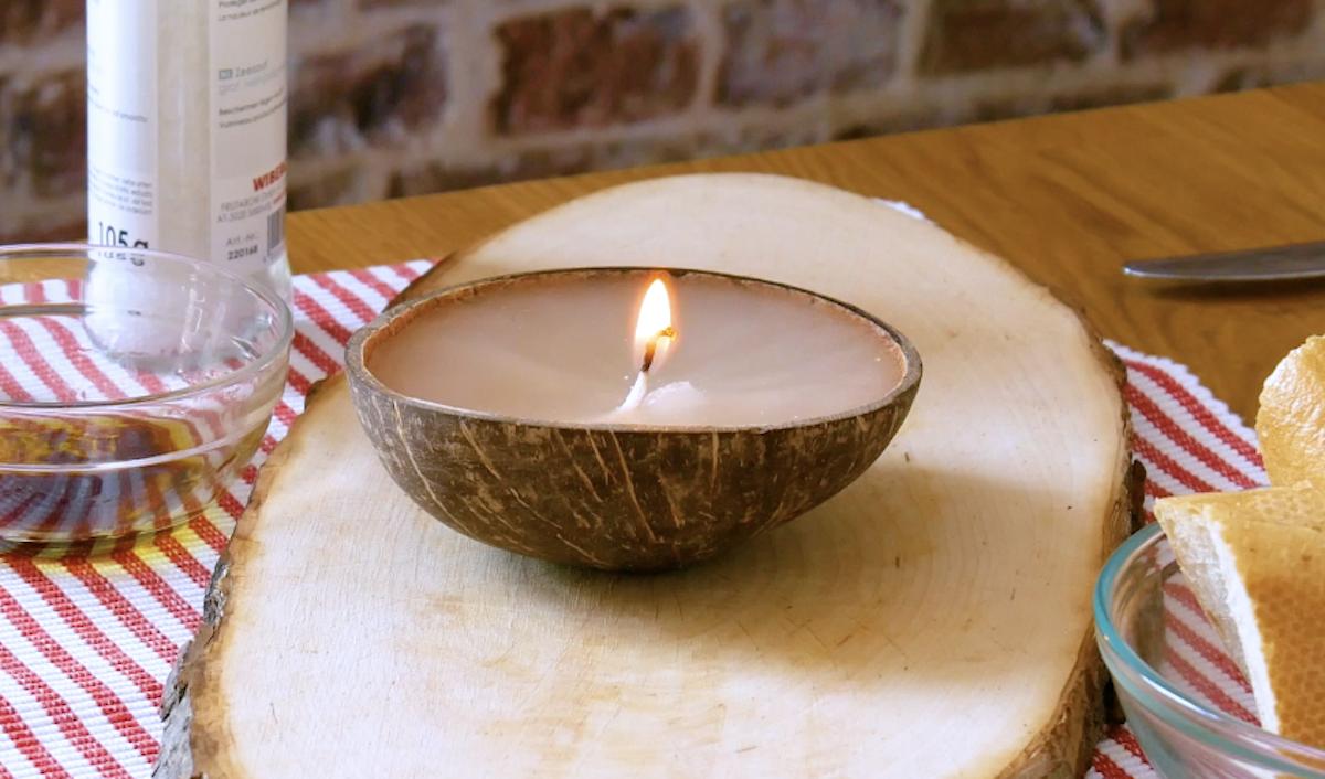 bougie fabriquée à partir d'une noix de coco