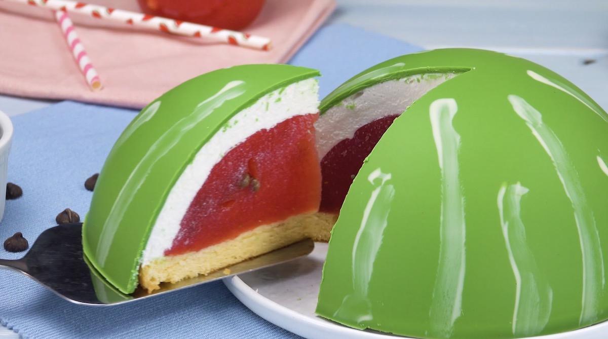 gâteau à la gélatine en forme de pastèque