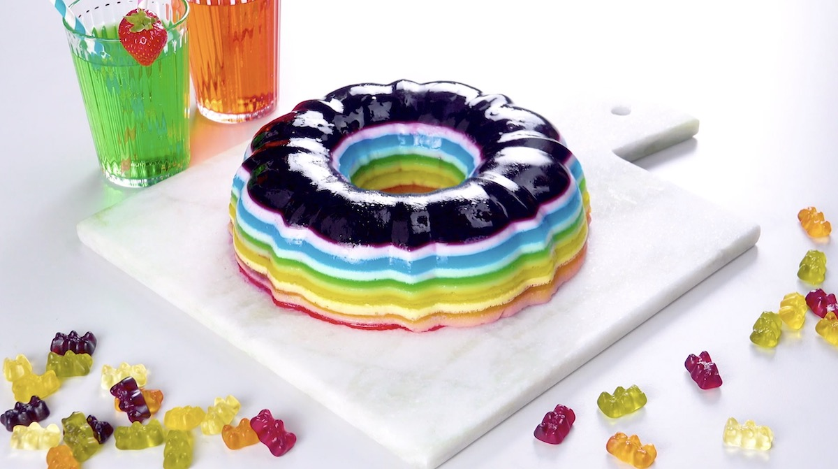 Gâteau de gelée arc-en-ciel
