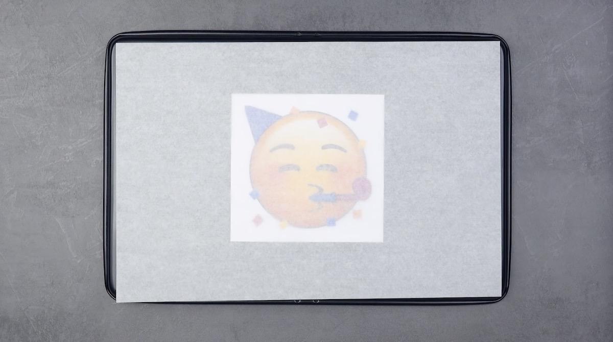 mettre du papier ciré sur un smiley imprimé