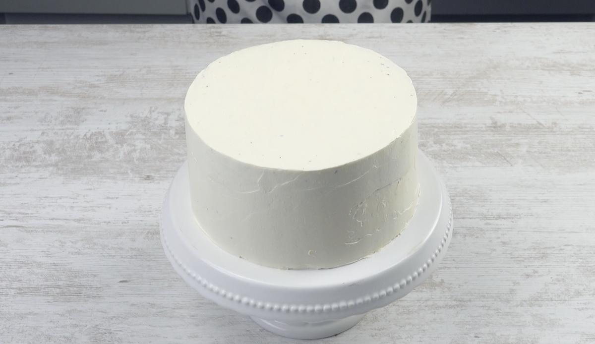 recouvrir tout le gâteau de crème au beurre claire