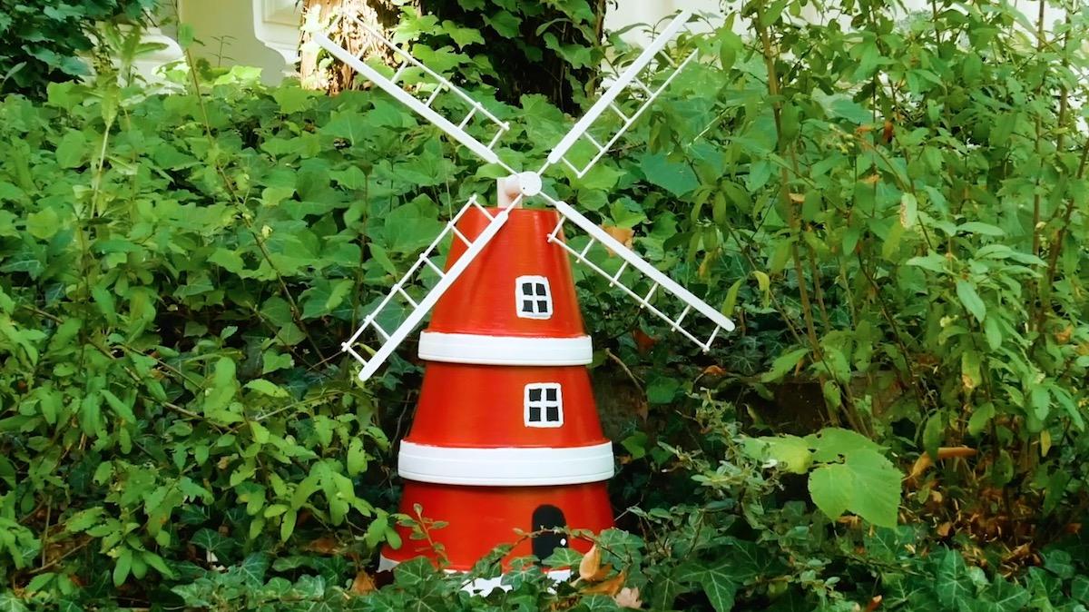 moulin fait avec des pots de fleurs