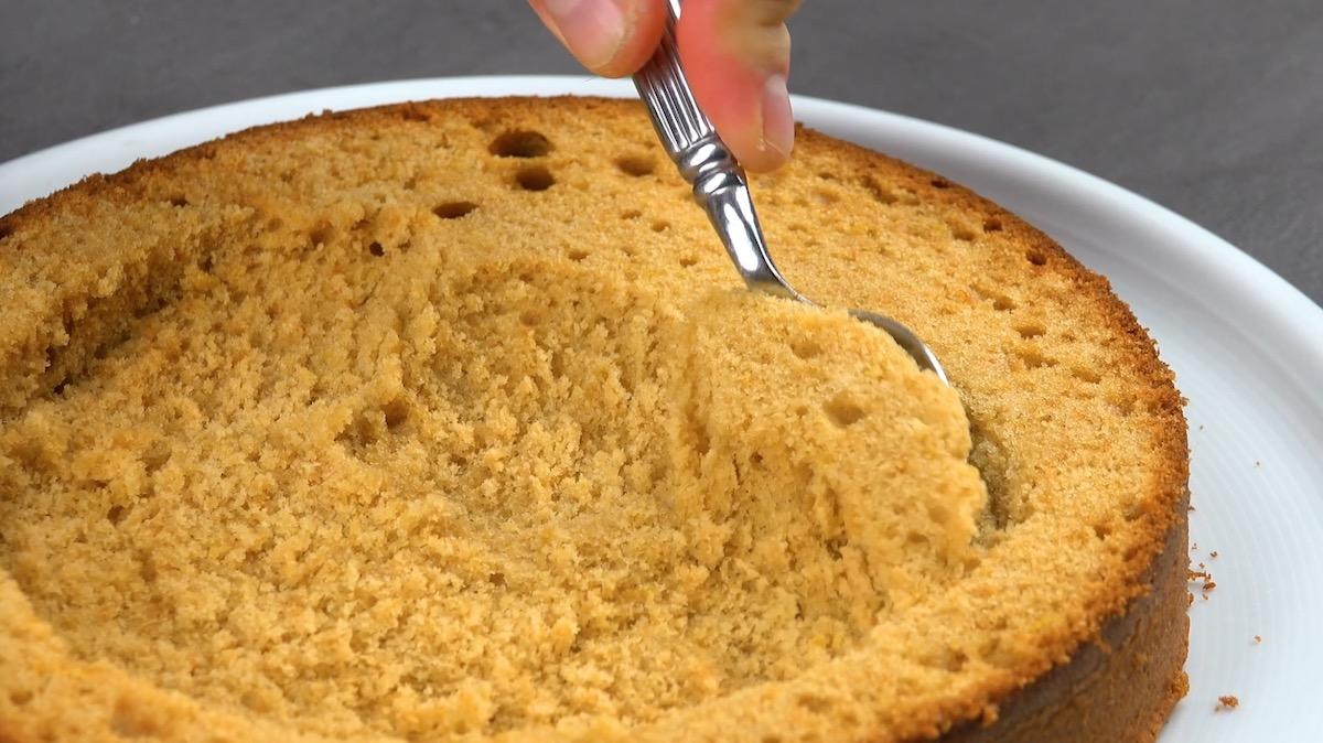 évider le gâteau