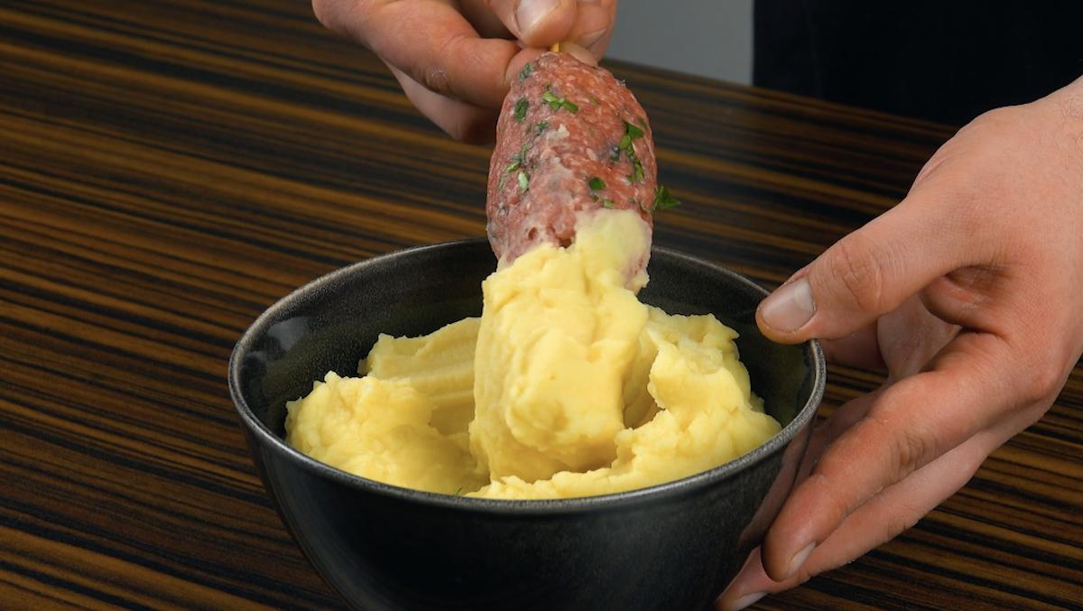 recouvrir l'autre moitié du fromage avec de la purée de pommes de terre