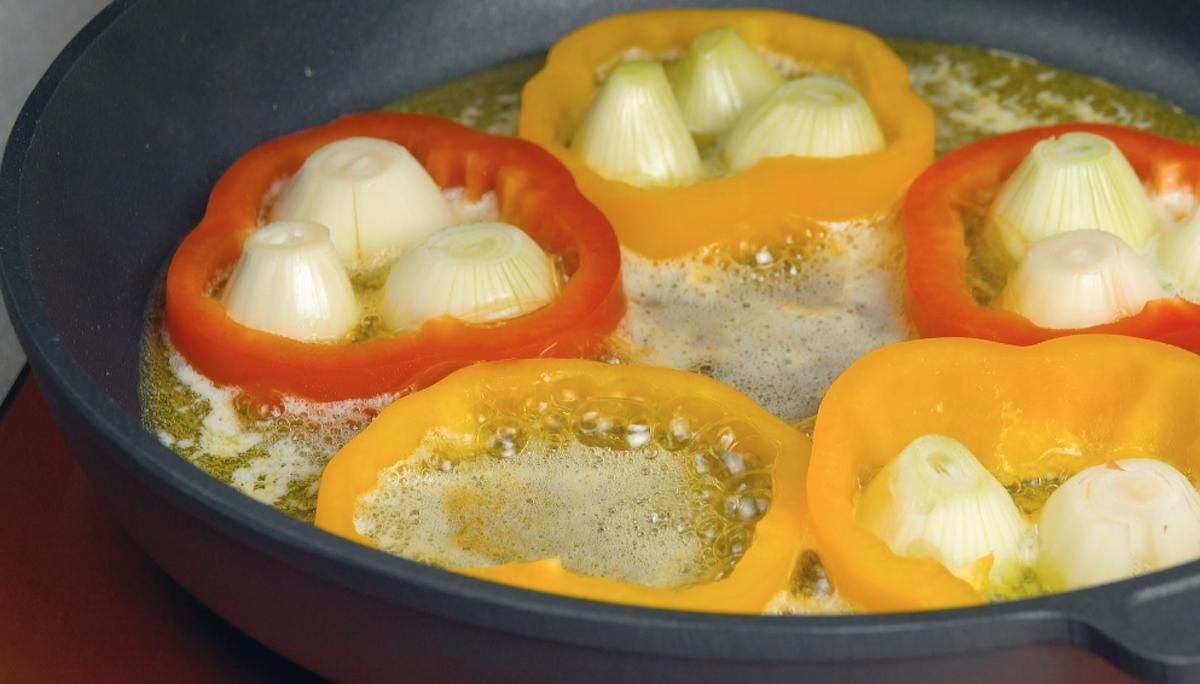 faire cuire les oignons avec les poivrons