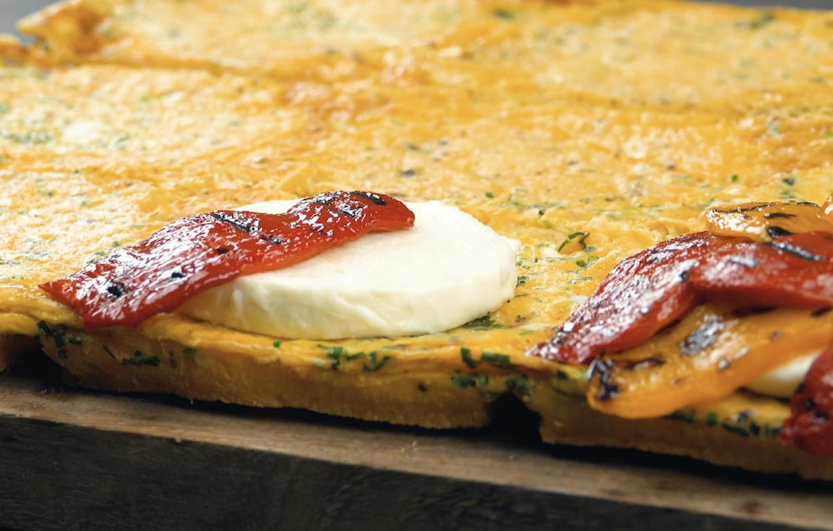 mettre la mozzarella et les poivrons sur 2 tranches