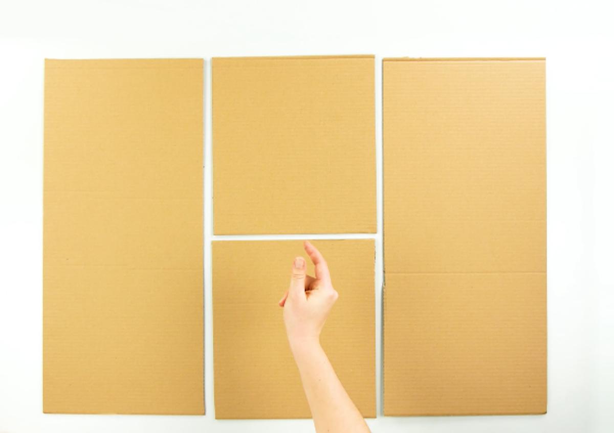 Découpezdeux rectangles et de deux carrés de carton.