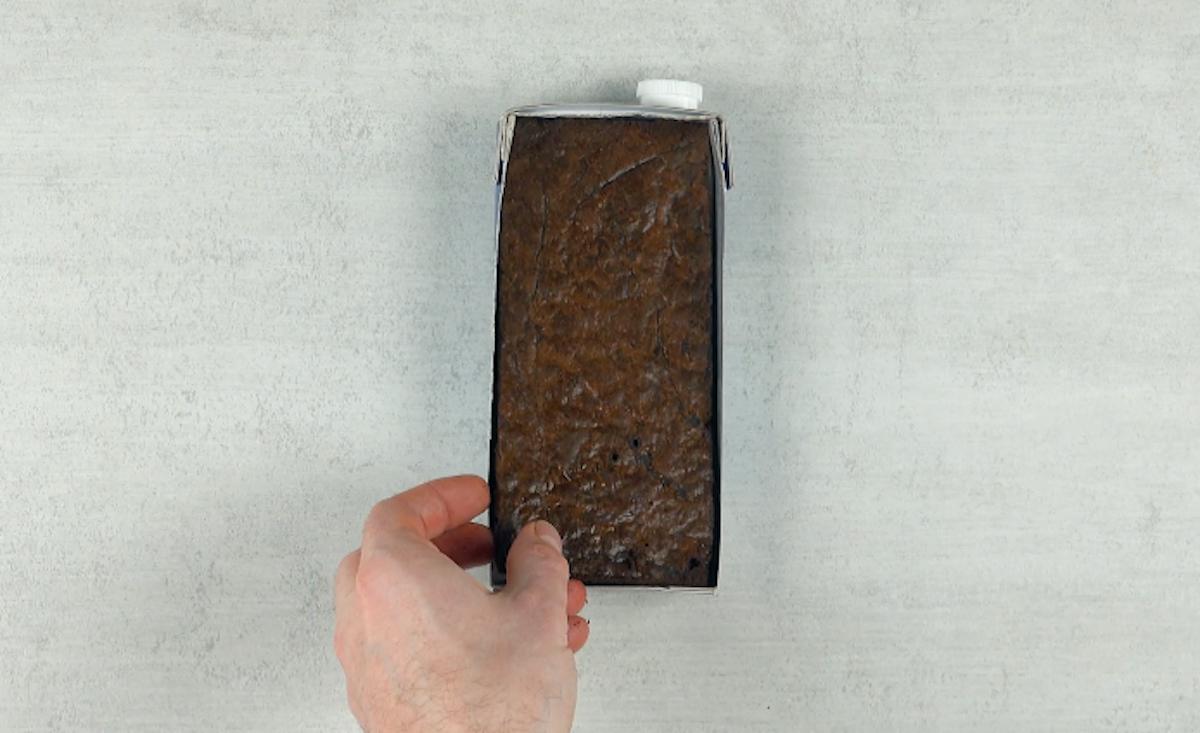 mettre le brownie dans une brique de lait