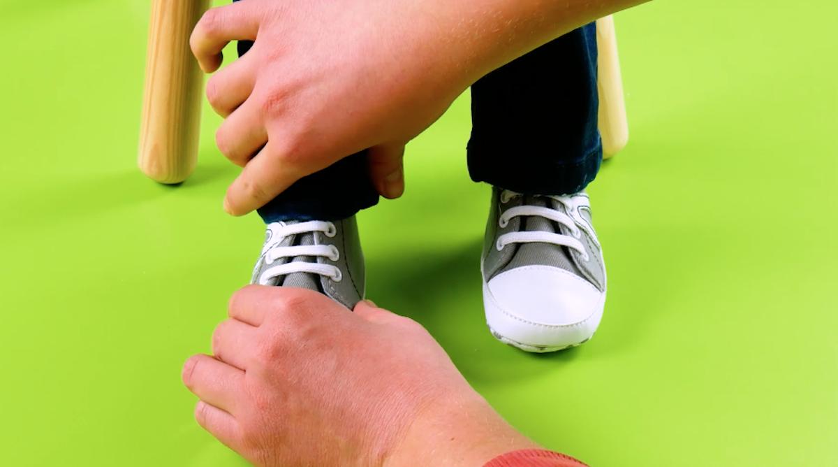 coller les chaussures au jean