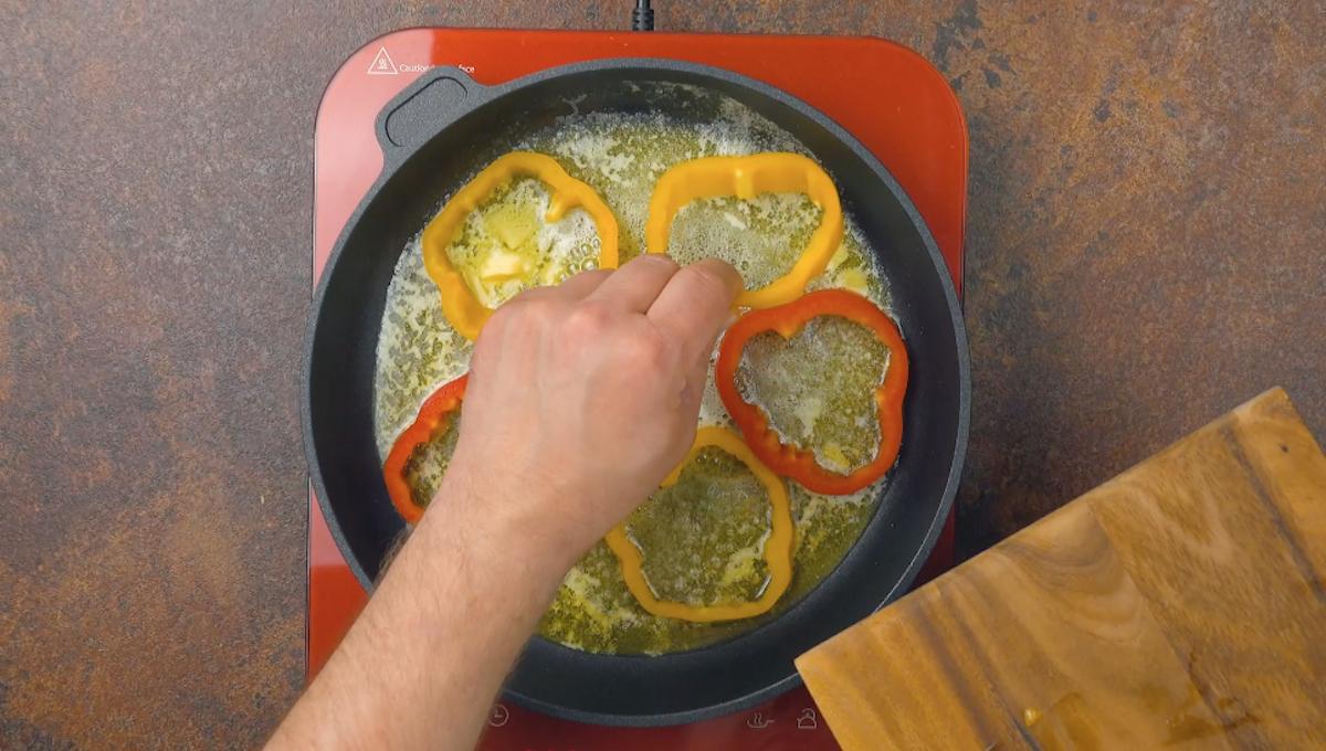 faire revenir les poivrons dans une poêle avec du beurre