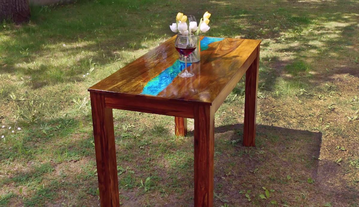 table fluorescente en bois
