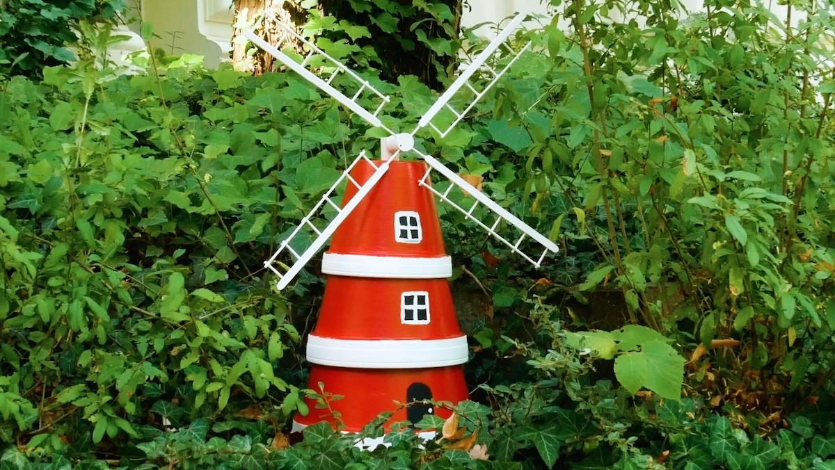 moulin à vent en pots de fleurs