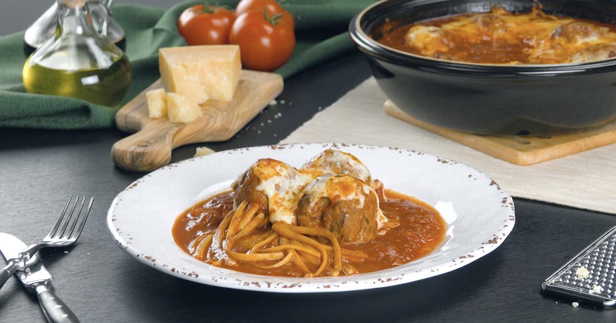 boulettes de viande avec spaghettis, sauce tomate et mozzarella