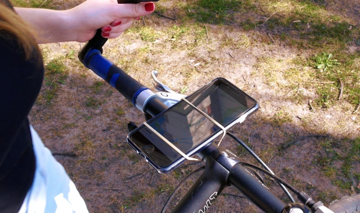 support pour smartphone sur le guidon