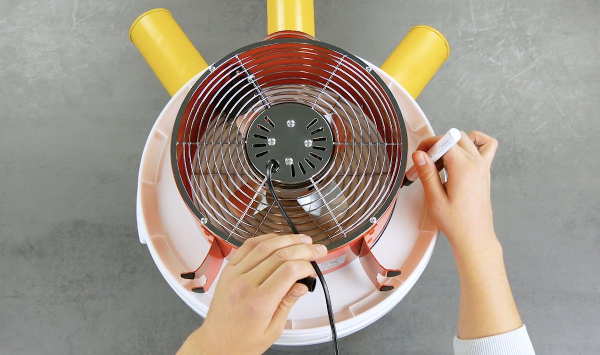 tracer le contour du ventilateur sur le seau