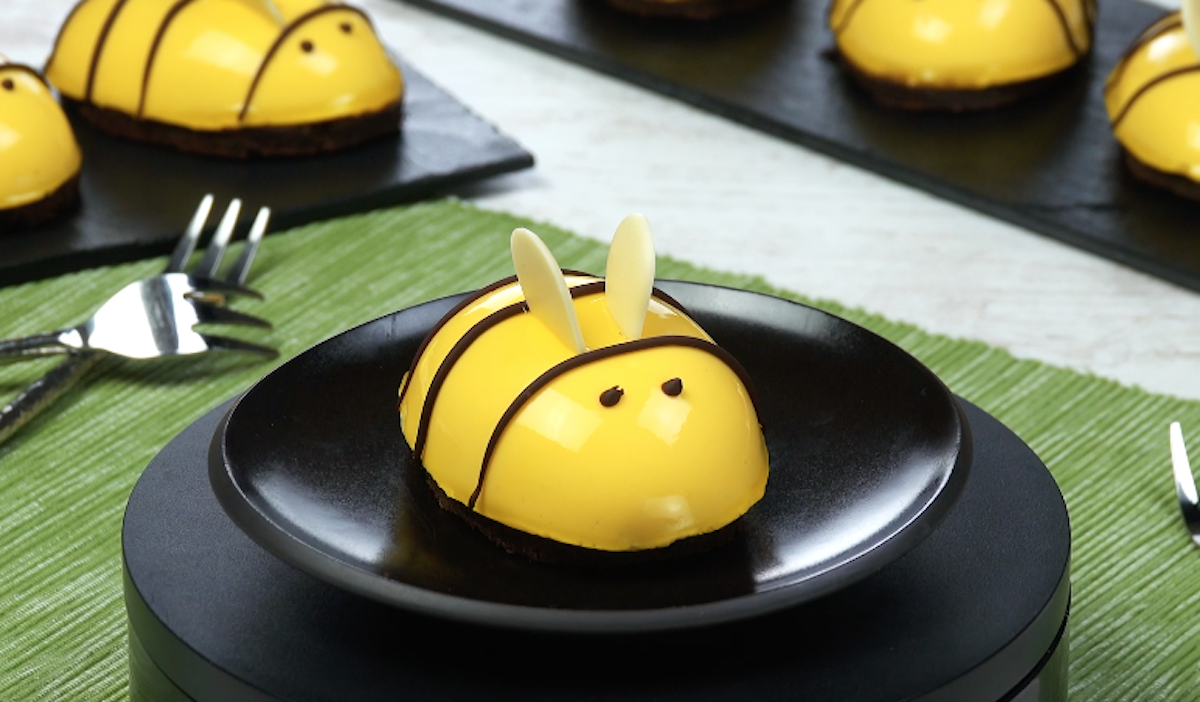 gâteau en forme d'abeille